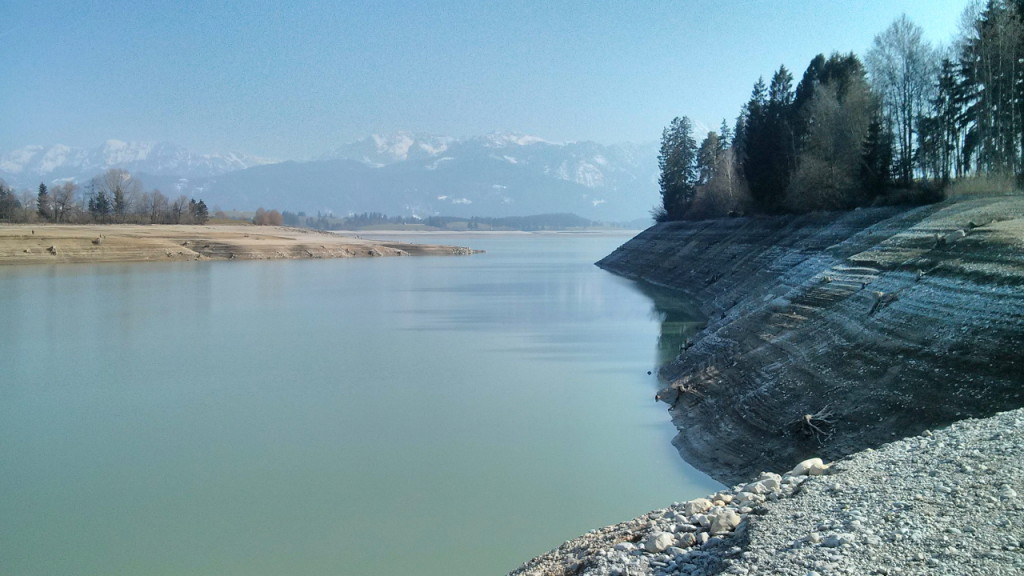 Der See fängt an, komisch zu riechen, wenn man das Wasser rauslässt